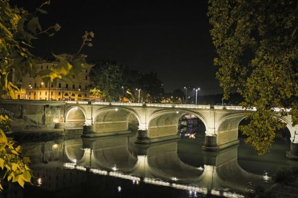 Bridge over the river Tiber by robjames