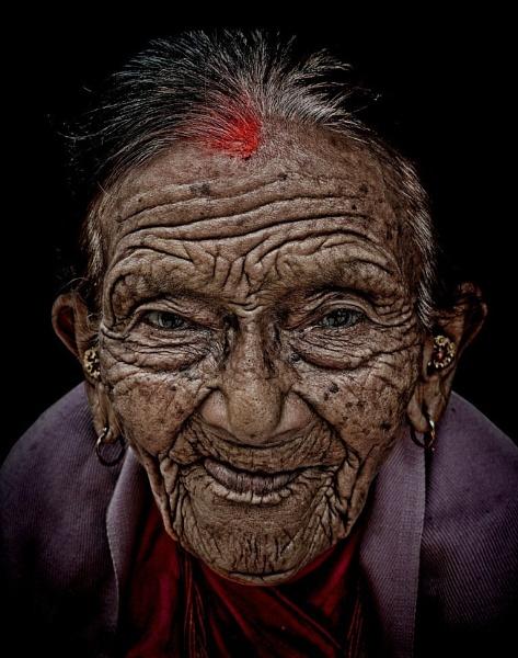 Nonagenarian in Kathmandu by sawsengee
