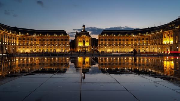 Miroir d\'Eau at Place de la Bourse in Bordeaux by Phil_Bird