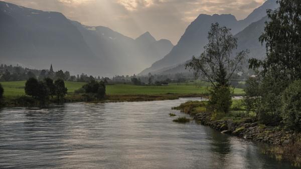 Norwegian Peaks by Gavin_Duxbury