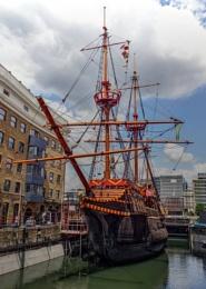 Photo : The Goldern Hind Ship
