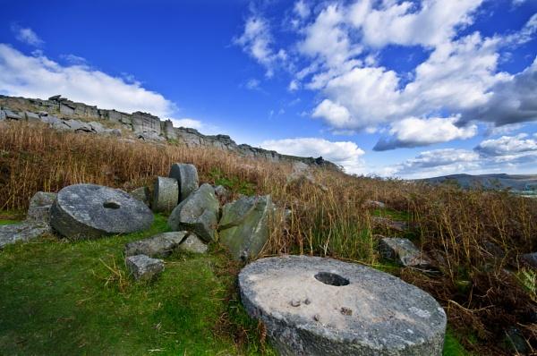 Millstones near Stanage Edge by dhandjh