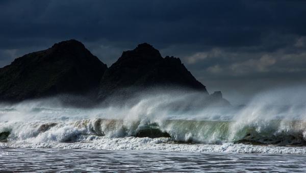 Seaspray and rocks by Madoldie