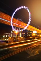 Light and shadow shuttle ferris wheel