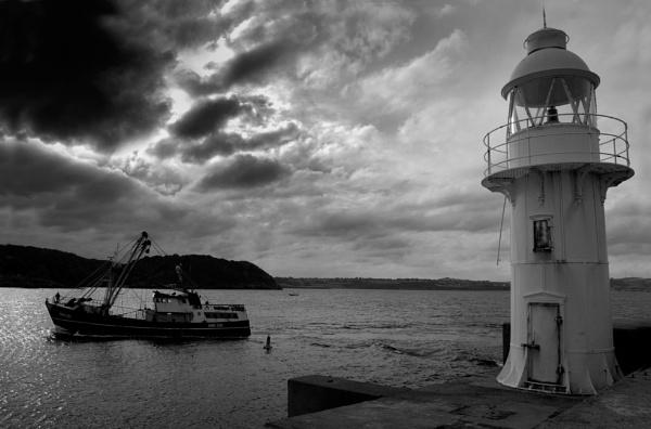 Brixham  Lighthouse by paultee