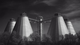 Photo : The local gas works