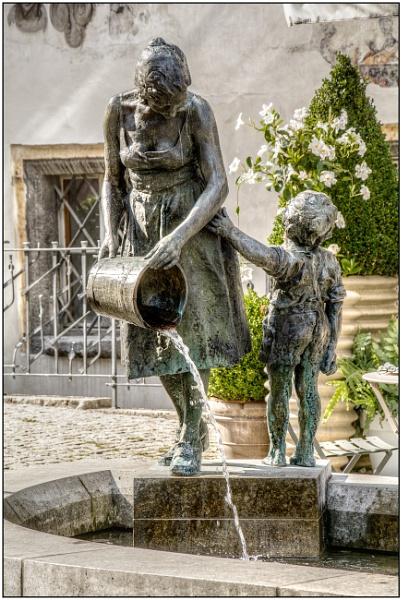 Mutter-Kind-Brunnen by TrevBatWCC