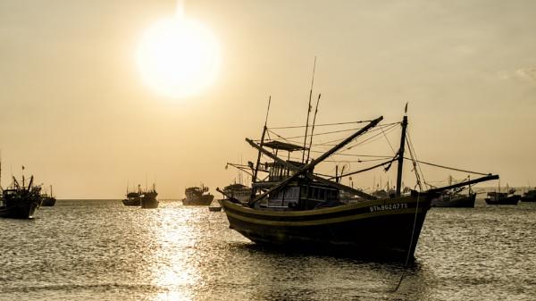 Evening sea by zdumus