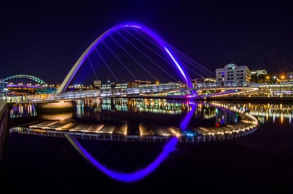Millennium Bridge by icphoto