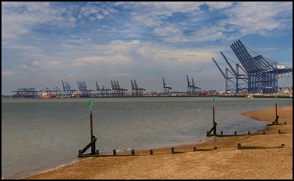 Felixstowe Docks by fentiger