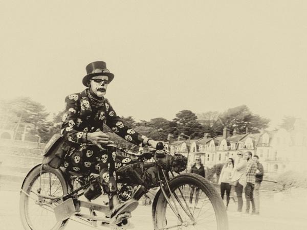 Bournemouth Cyclist 4 by Kurt42