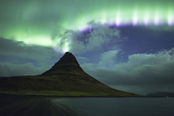 Aurora touches Kirkjufell by JenRogers