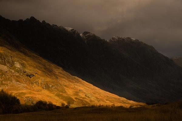 Aonach Eagach by PaulHolloway