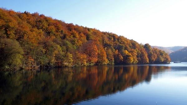 mirror of autumn by azurak