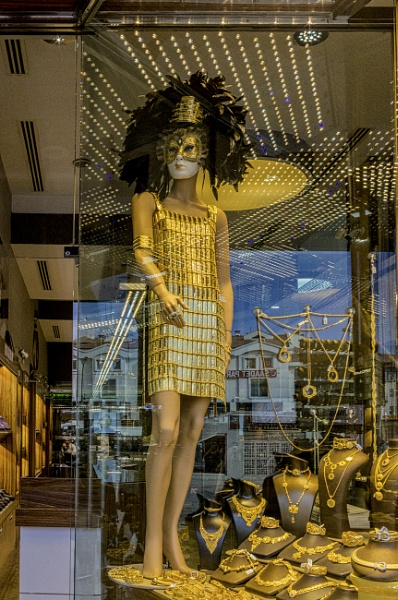 A Dummy Dressed in Gold by nonur