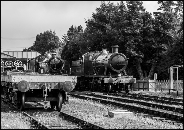 Busy Day at Toddington by bwlchmawr