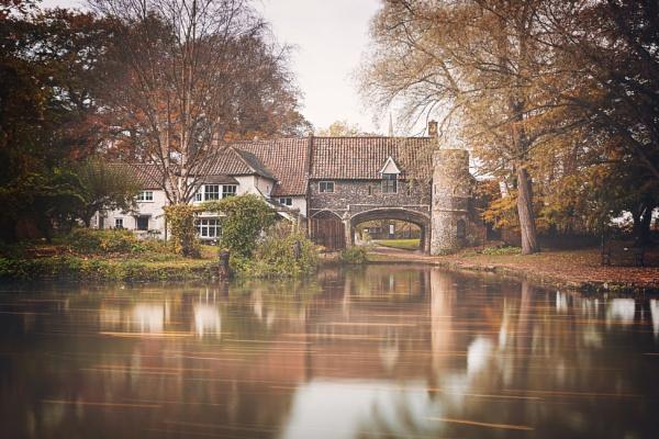 Drifting Autumn Leaves. by matthewwheeler