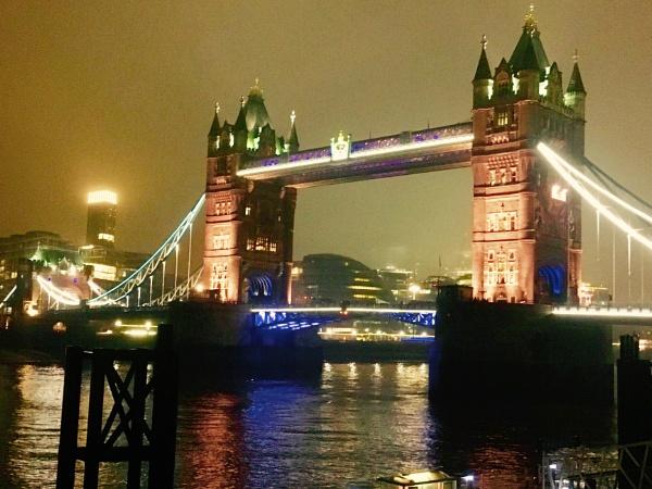 Tower Bridge by gossyboy