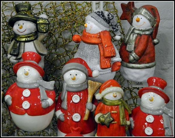 Santa Snowmen. by silverfoxey