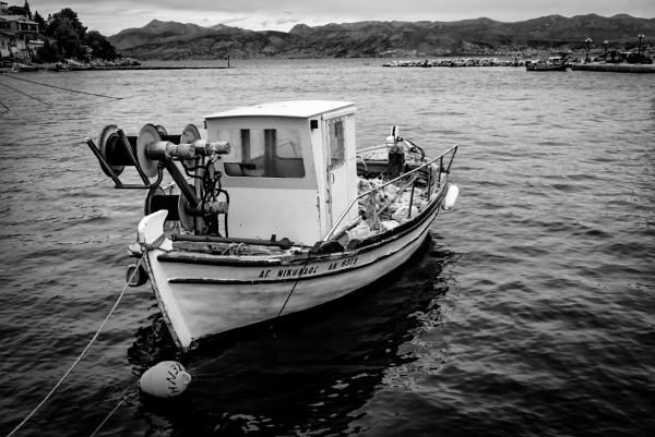 fishing boat by mogobiker