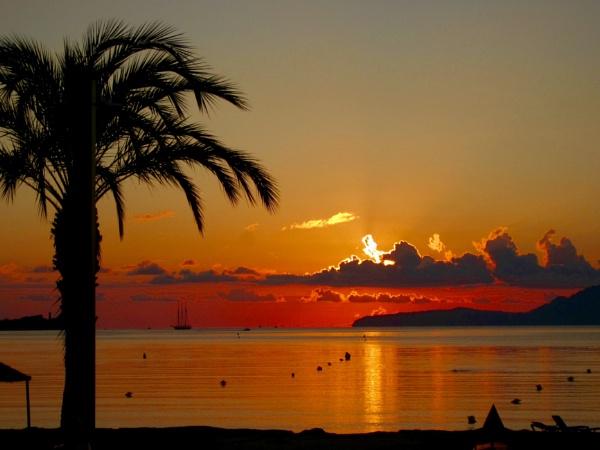 Beautiful Puerto Pollensa by dixy