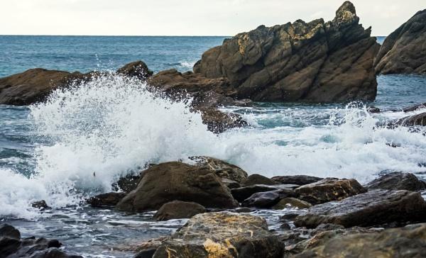 Making a splash by Madoldie