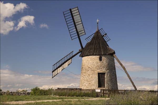 Saint-Pierre-de-la-Fage Windmill by Les_Cornwell