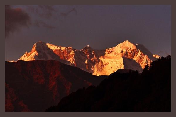 Choukhamba Peaks by prabhusinha