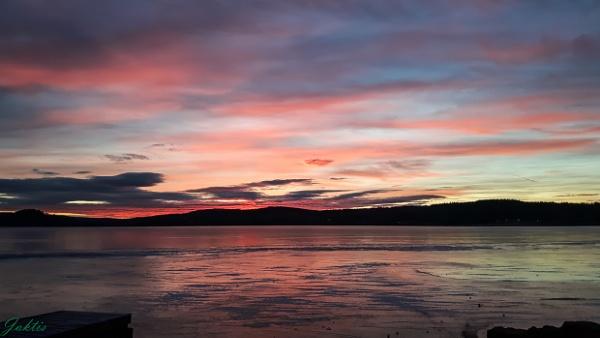 the sun sets by jaktis