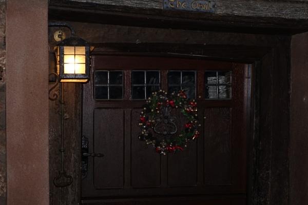 Wreath on the door by frogs123