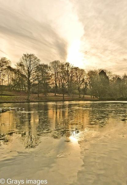 Victoria Park Lake  Tunstall by p147180r