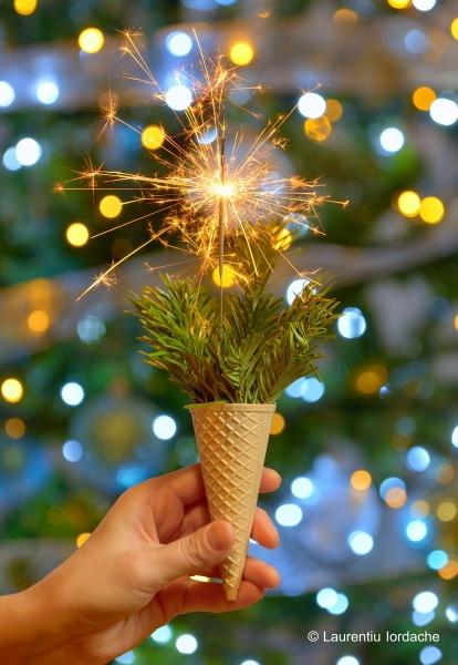 Bright festive Christmas sparkler by jordachelr
