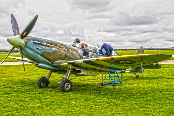 Spitfire Duxford by pat_hopkins