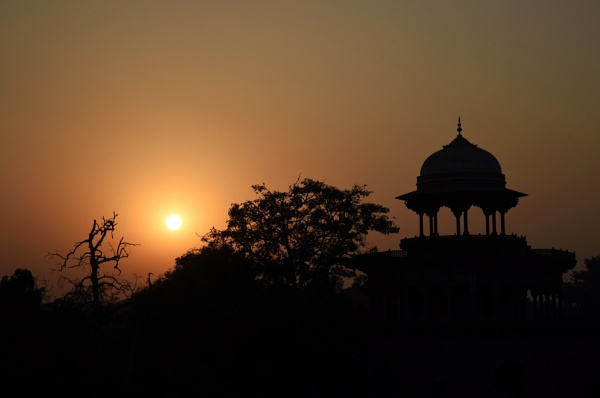 Sunset in Agra by kumarav23