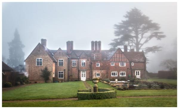 Farmhouse in the fog by robjames