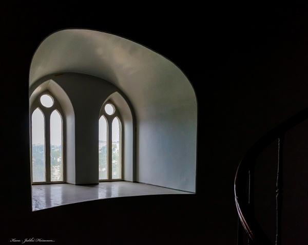 Churchwindow - 2. by kuvailija