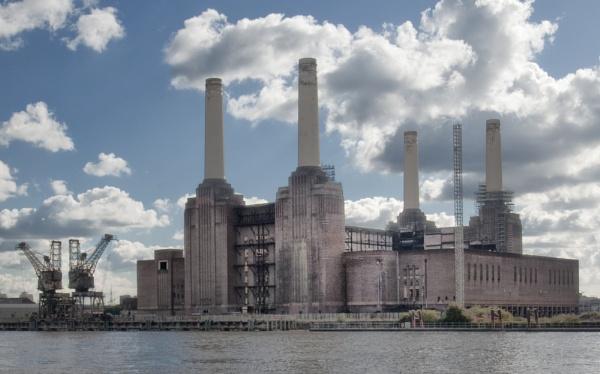 Battersea Power Station by jimobee