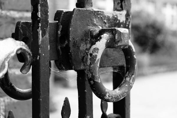 Gate Lock by Fatronnie