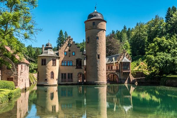 Schloss Mespelbrunn by seahawk