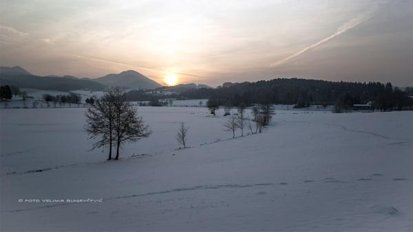 winter daybreak by Velja