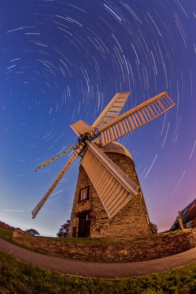 Windmill at night by Gmwilliams