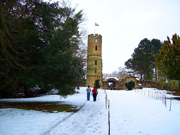 Up the hill to Wentworth Castle near Barnsley by ChrisBilton