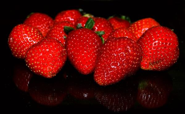 The strawberries by kingmukherjee