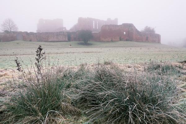 Frosty Kenilworth Castle by tom_earwaker