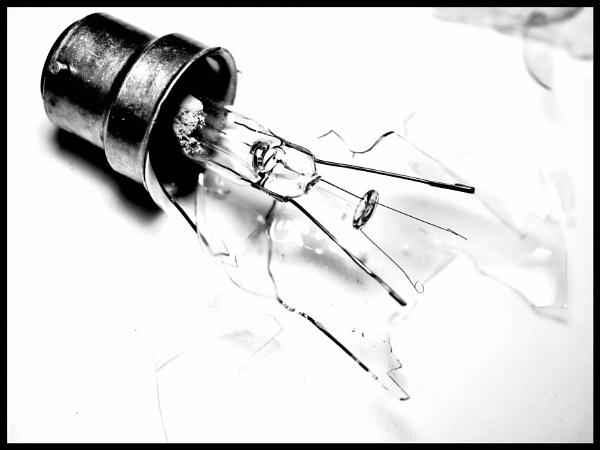 Broken Bulb by dwilkin