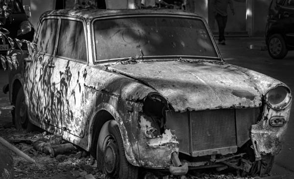 Old Car by bobbyl