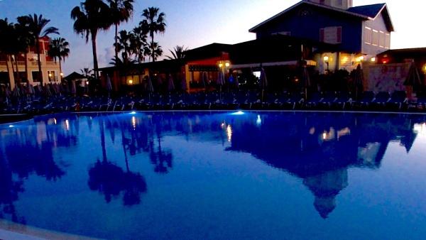 Tenerife - cool pool by Charliemc55