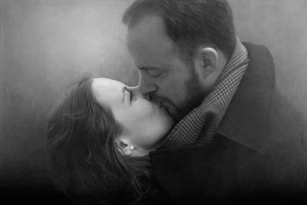 A kiss by EddieDaisy