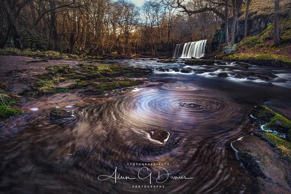Sgwd Ddwli Uchaf on the Afon Nedd / River Neath by Tynnwrlluniau