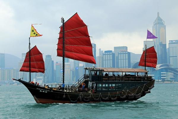 Junk in HongKong Harbour by Janetdinah